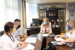 АКГБ на среща с министъра на туризма Марияна Николова за обсъждане на ситуацията с къщите за гости